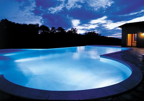Piscine coperte e scoperte bauen - Luci per piscina ...